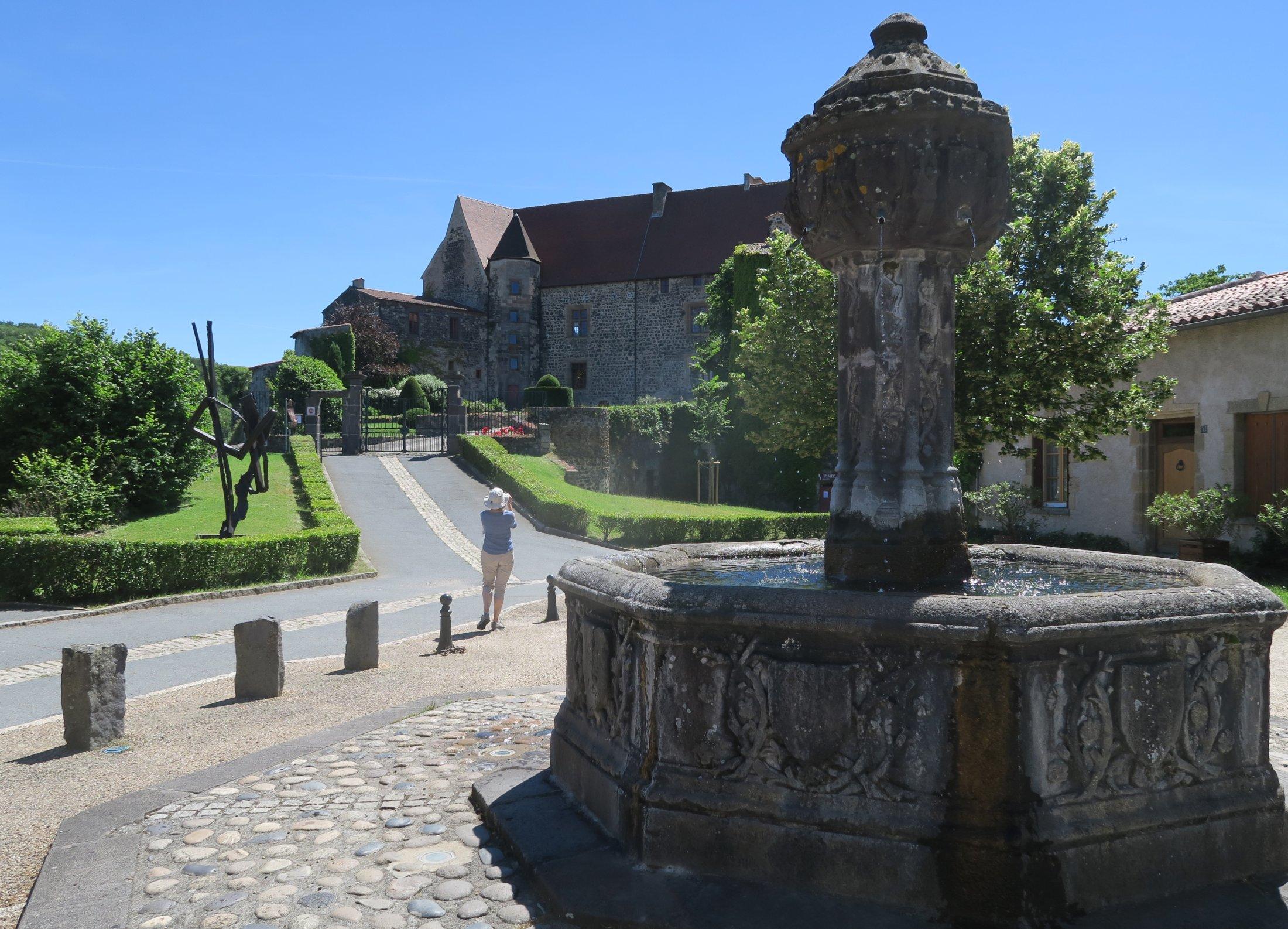 27 Chateau Et Fontaine