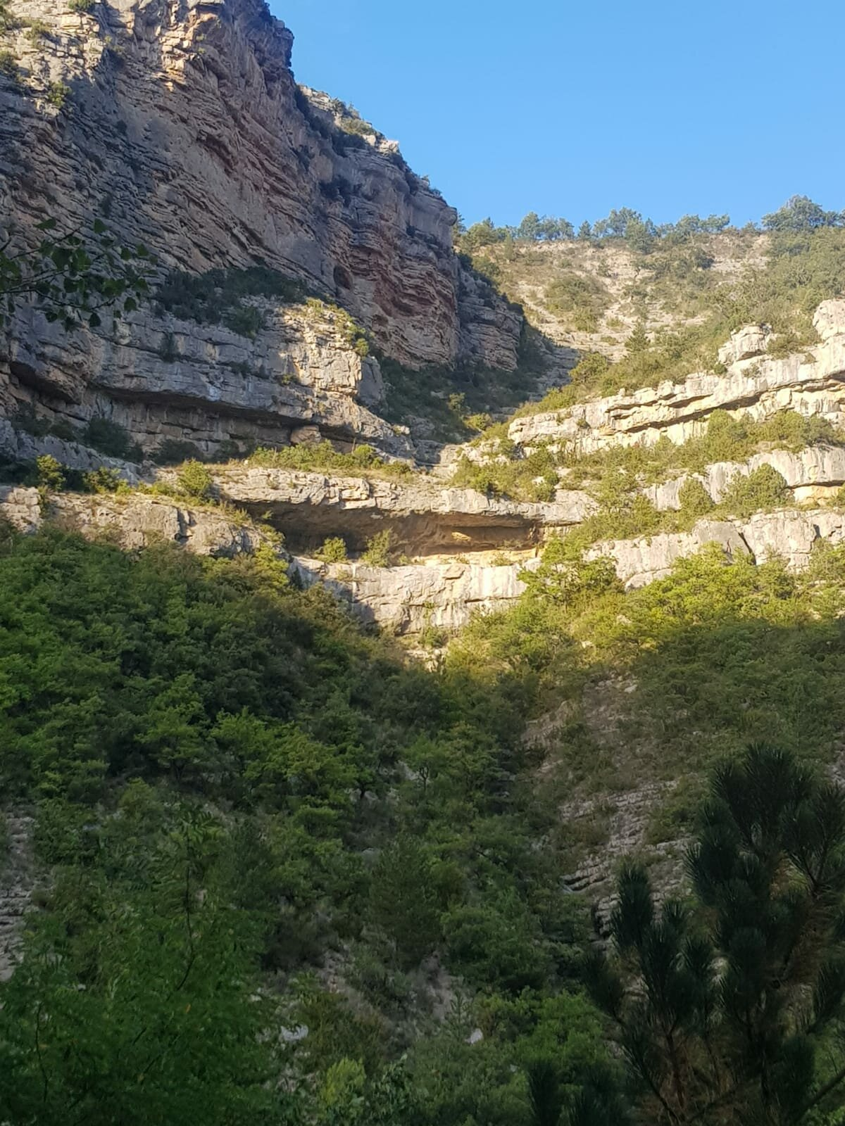 Le rocher du Caire vu des bords de l'Oulle