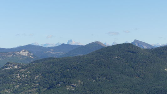 Le Grand Ferrand et la tête de l'Obiou très loin... à gauche